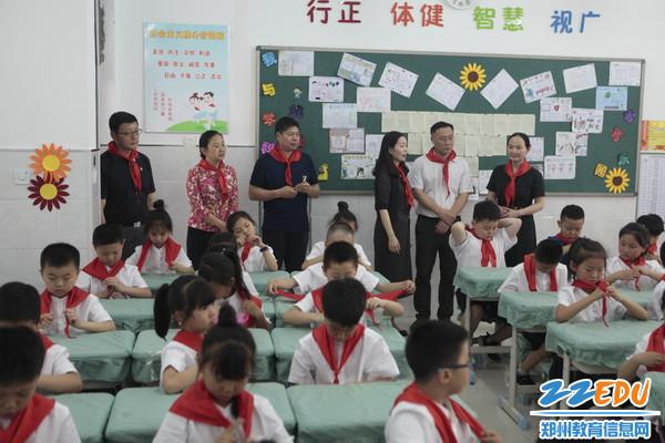 在长江东路第三小学实地查看3