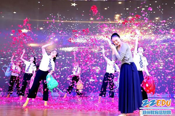 舞蹈《桃李行》诠释师生情