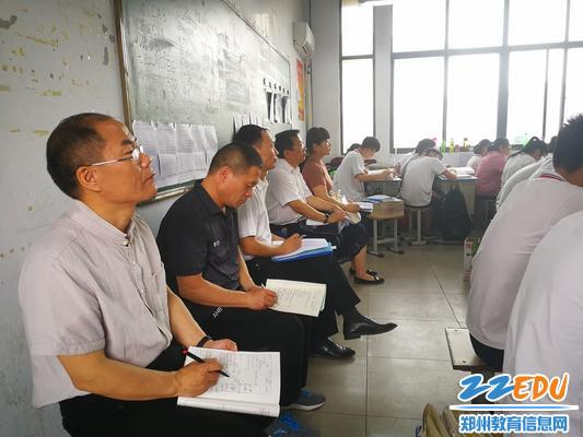郑州18中老师走进新密二高课堂