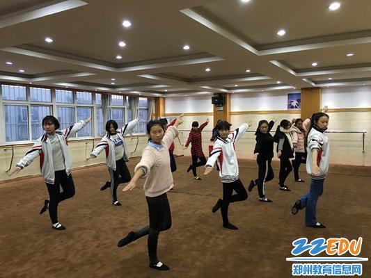 5校健身操队学生日常训练