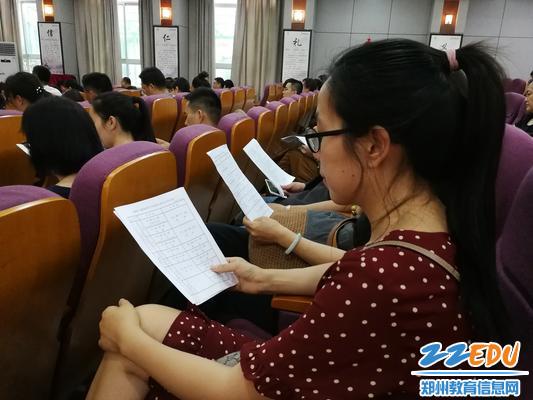 7.七八年级全体教师在期末诚信考试考务会上认真聆听要求