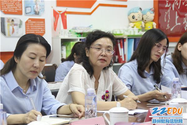 2 学校王瑞凤校长进行创建优质学校工作汇报