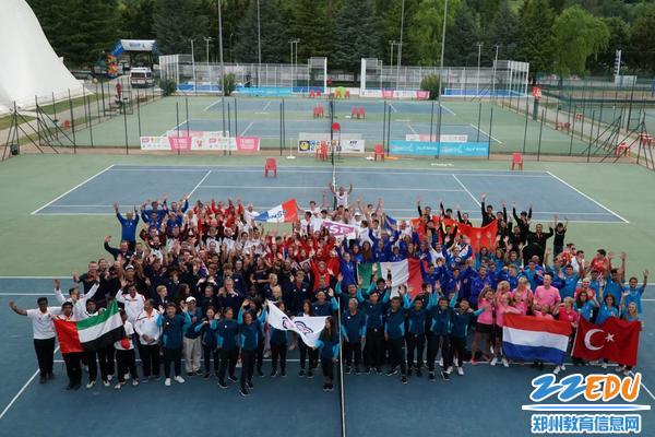 7、全世界中学生网球代表队教练员、学生合影