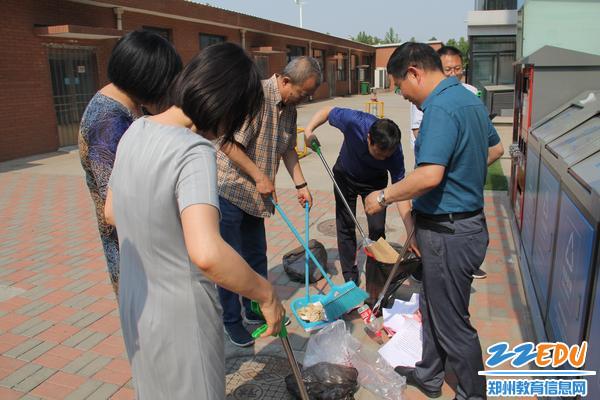 市教科所志愿者积极参与垃圾分类