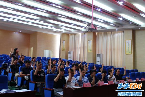 10会员代表们表决学校新修订的制度
