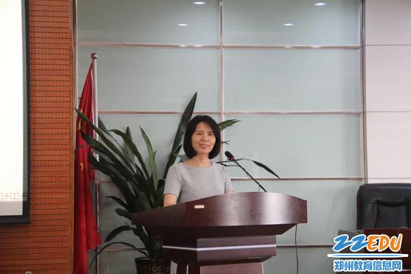 市教科所党支部副书记王艳荣主持本次道德讲堂