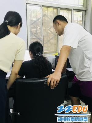 郑州八中三位支教教师观摩视频教研 - 副本