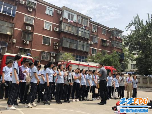 郑州八中团委书记杨建勇总结此次活动