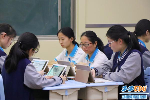学生借助平板有效参与课堂