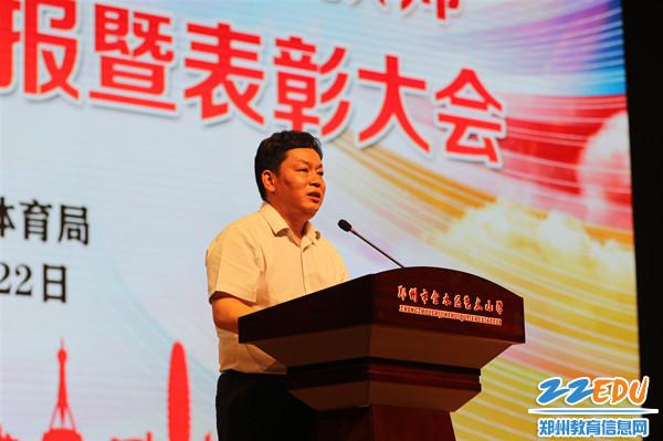 2党组书记、局长李正向圆满完成培训任务的学员表示祝贺