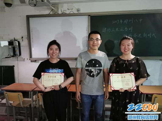 6评委为心仪的选手颁发奖章 - 副本
