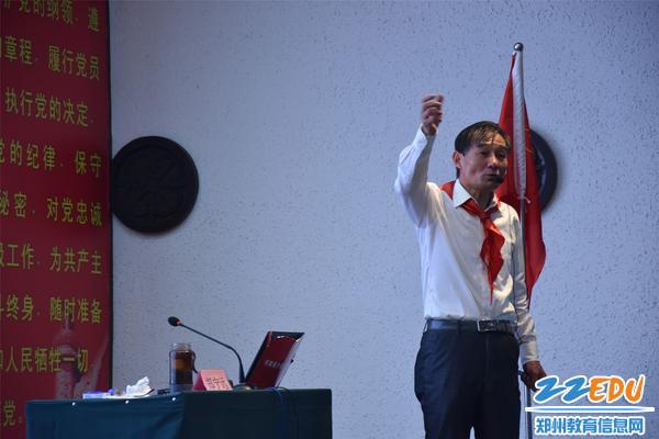 中国少先队工作协会理事郑宁远老师授课