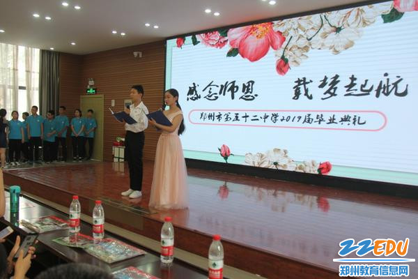 IMG_2关钰琪、樊豫龙同学两位主持人风采照人
