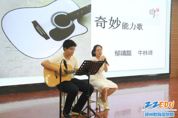 IMG_13牛林峰、郁靖磊同学的吉他演唱,清新动人