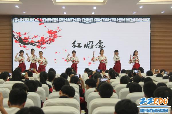 IMG_14杨舒婷、明凯婷等同学带来的舞蹈表演,魅力四射