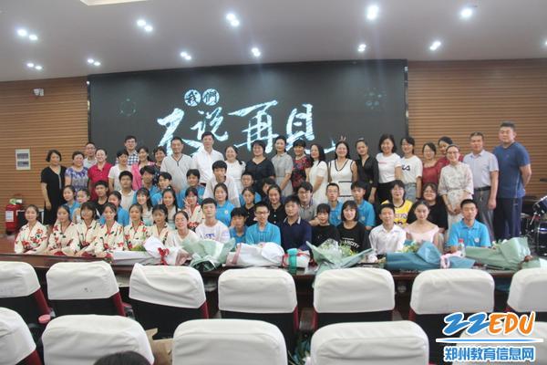 IMG_2052中校领导、九年级老师及与演职人员合影