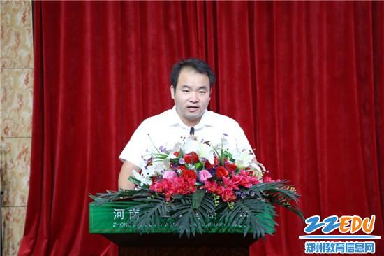 7 先锋共产党员杨小杰代表进行典型发言