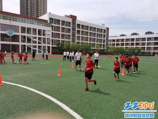 """1金水区校园足球""""满天星""""训练营举行运动员选拔专项技术测试"""
