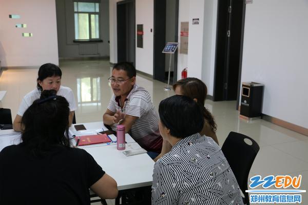 结对帮扶学校--卢氏县范里二中领导与郑州34中教师一起学习交流