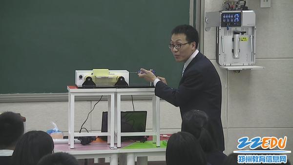 郑州八中雷飞老师介绍实验器材
