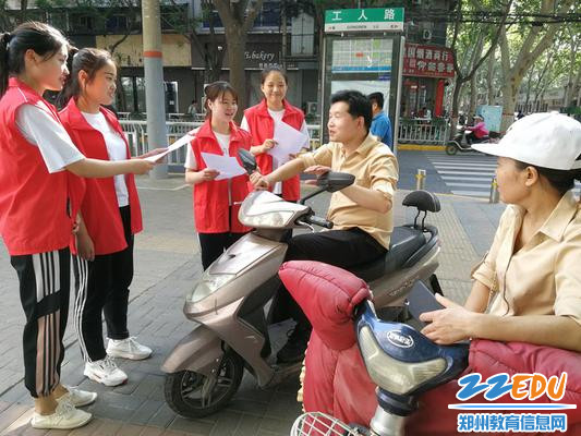 市实验幼儿园团员志愿者进行禁烟宣传活动