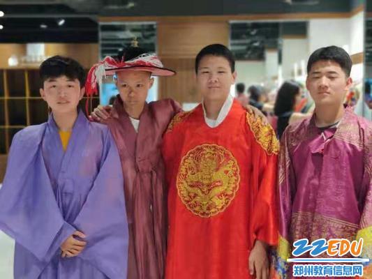 感受韩国传统服饰