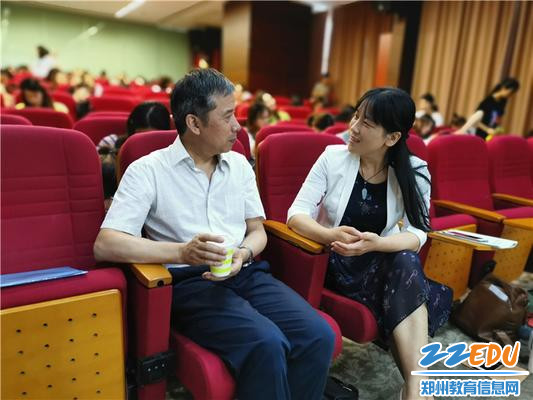 8.课间休息,园长陈春与楼教授交流学习感悟