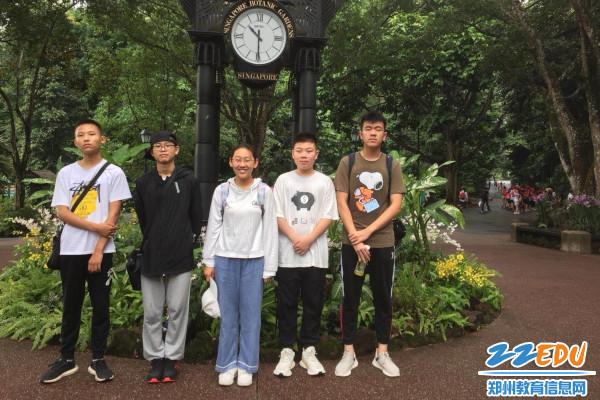 6.胡姬花园第三小组合影