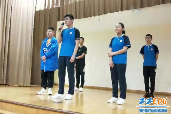 12.在南华中学演唱《三字经》