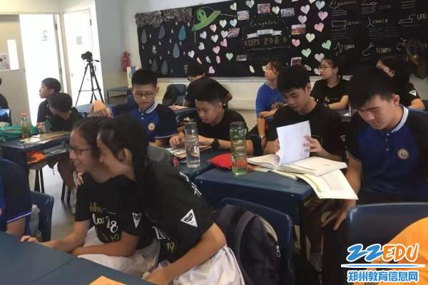 14.与南华中学同学一起上华文课