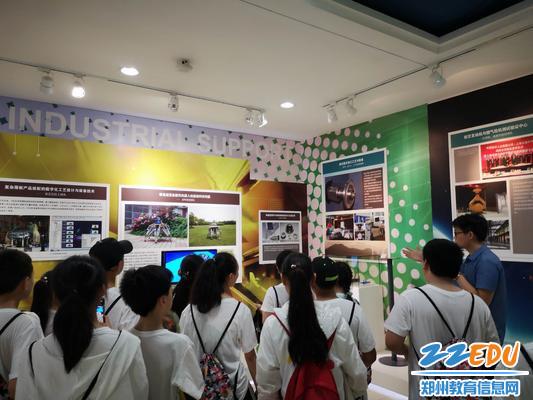 参观上海交大120周年校庆专题展,感悟百年名校沧桑巨变_爱奇艺4