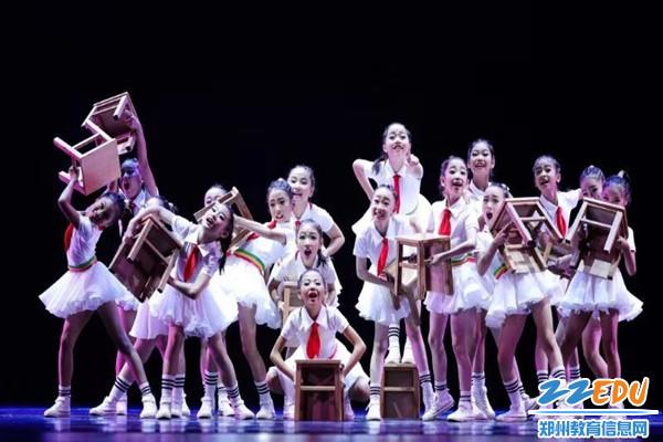 《校园里有大戏》舞蹈展演现场2