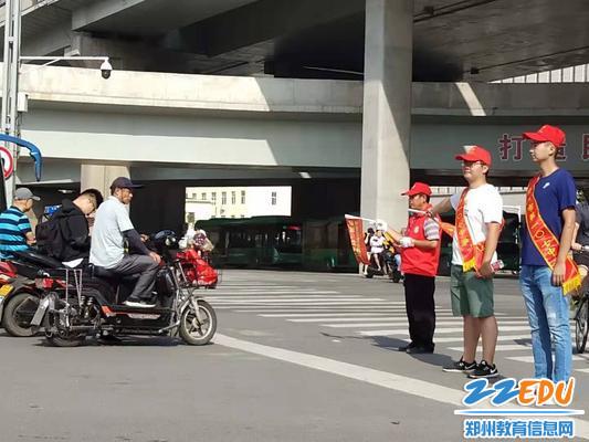 郑州市第一〇七中学开展文明交通志愿者服务活动