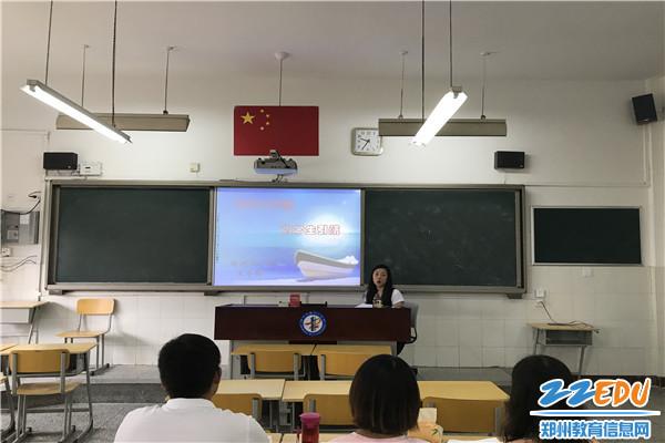 王冬梅老师为大家做讲座
