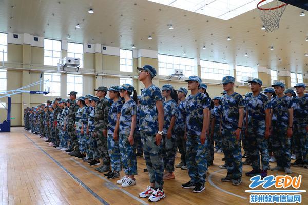 郑州12中新生开启军训模式