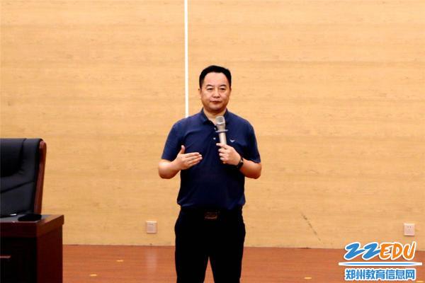 1.专家张志刚心理调节讲座:快乐工作,幸福生活