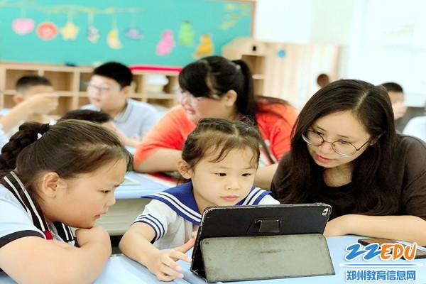 建新街小学:PAD亲子体验操作5