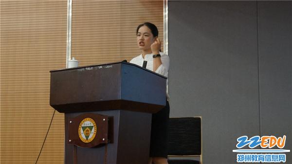 5高新区外国语小学苏琳婧副校长进行分享