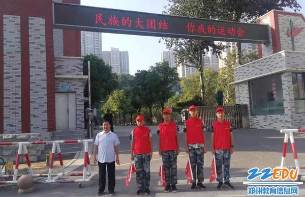 军训期间学生也加入到志愿服务行列