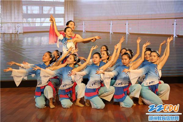 9.舞蹈《传习》演绎师生情