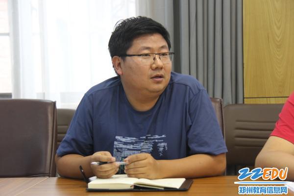 06综治办主任吴昊激励大家:年轻的态度和虚心的学习就是成功的开始