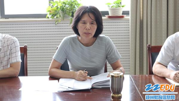 王艳荣书记带领大家学习全市教育大会精神