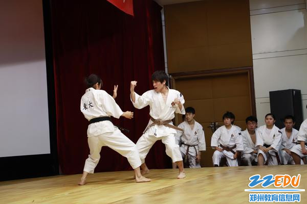 8日本拳法联盟学生表演武术