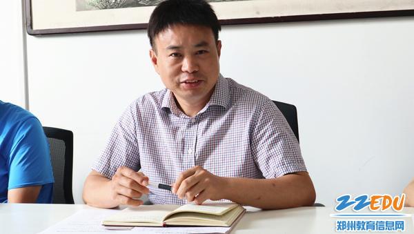 综合研究室胡远明主任做工作探讨