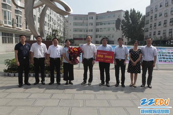 8区领导在郑州市第五十七中学慰问
