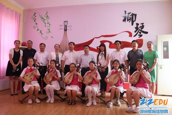 10区领导在二七区京广路小学慰问