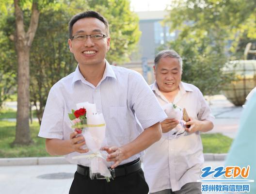 郑州12中教职工开心过节