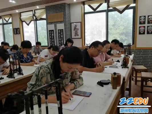 七年级教师积极参加书法比赛