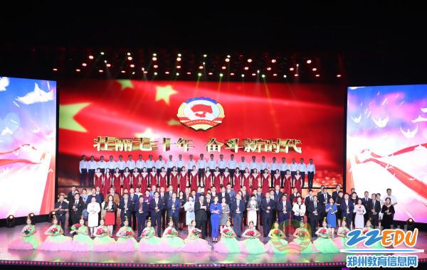 """1郑州31中副校长时文忠荣获""""出彩政协人""""先锋委员荣誉称号"""