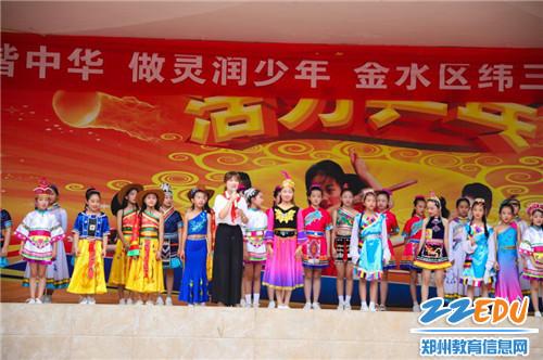 11.金水区纬三路小学合唱社团通过合唱《爱我中华》表达对祖国的热爱